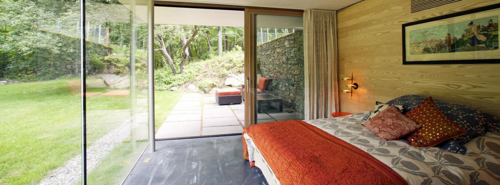 Bedroom-Panoramic-Glass-Wall-Ideas-15